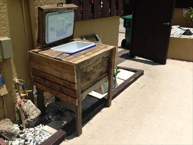 Ice chest of wood pallets with outdoor ideas: