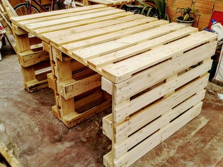 recycled pallet dinging table