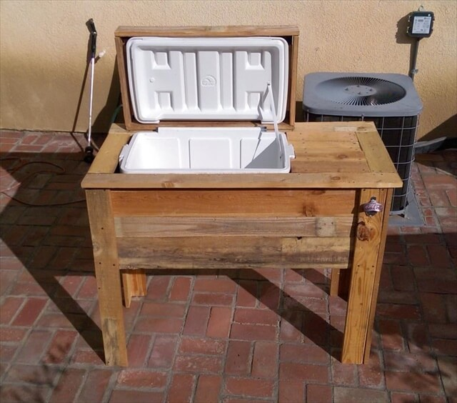 Cute recycled pallets ice chest cooler: