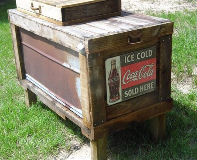 repurposed pallet outdoor cooler