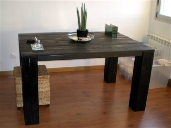 black pallet dinign table