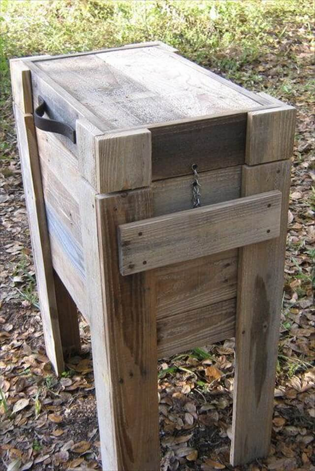 Pallet Wood Cooler in pallet outdoor project.