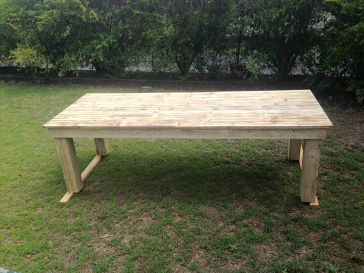 outdoor pallet dioning table