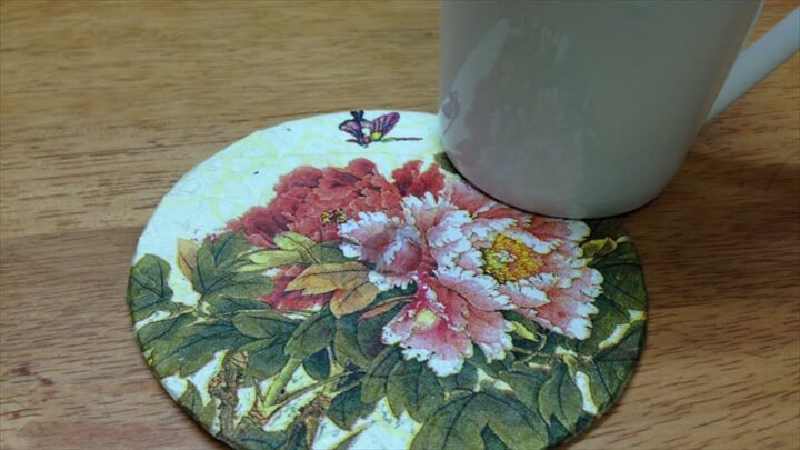 Upcycle an Old CD to a Colorful Coaster