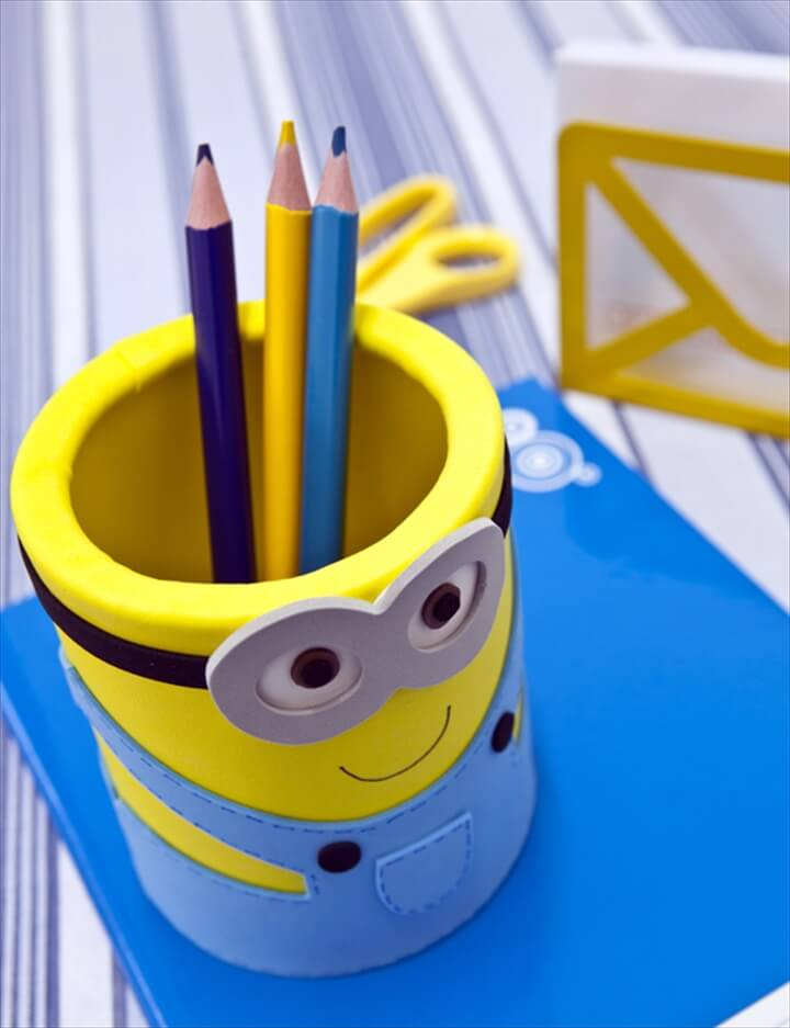 Tin can minions organizer