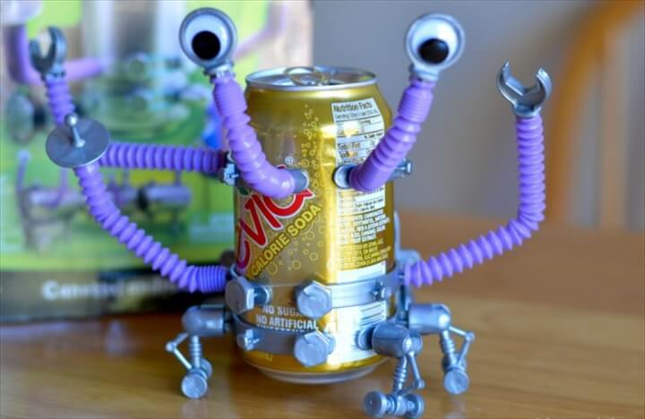 Wonderology Tin Can Robot