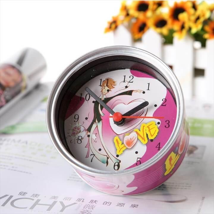 tin clock/can clock/canned clock