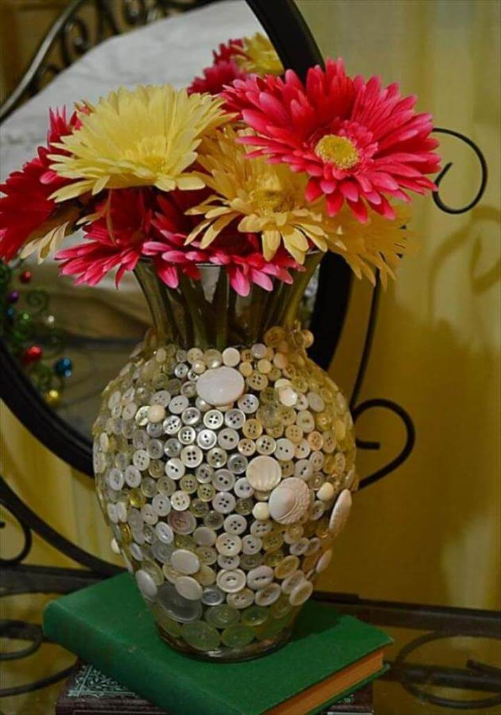 DIY Craft Decorating Ideas Using Colorful Buttons