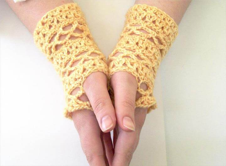 Pale Chain Stripes Lace Fingerless Gloves