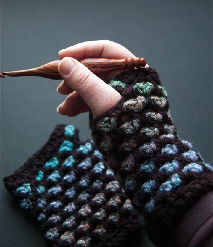 New fashion fingerless gloves from crochet
