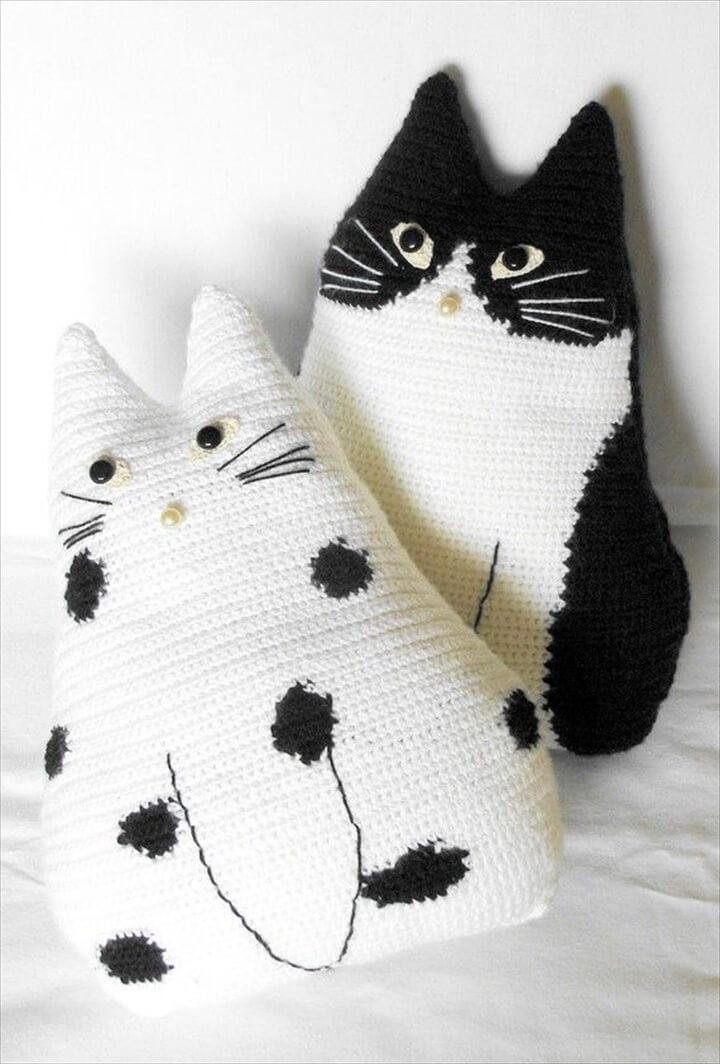 DIY Nice Crochet Cat Pillows