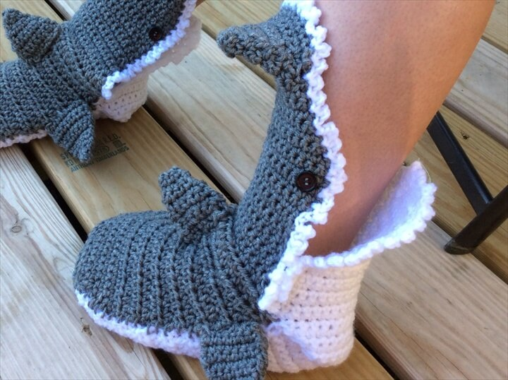 Crochet Baby Shark Booties Pattern Free : 15 Easy To Make Crochet Baby Animals Slippers DIY to Make