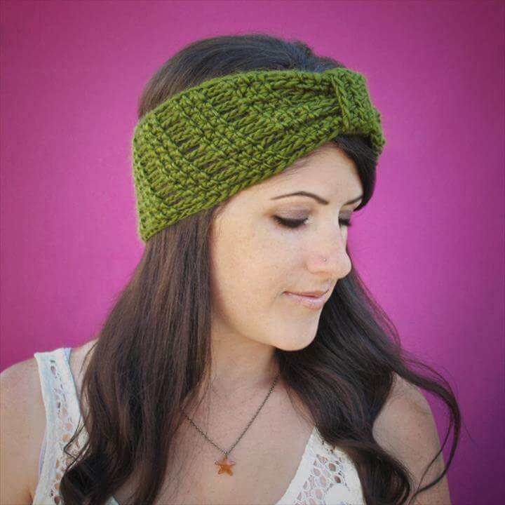 Gauge is unimportant, just make sure you don't crochet too tightly or your headband won't be stretchy enough.