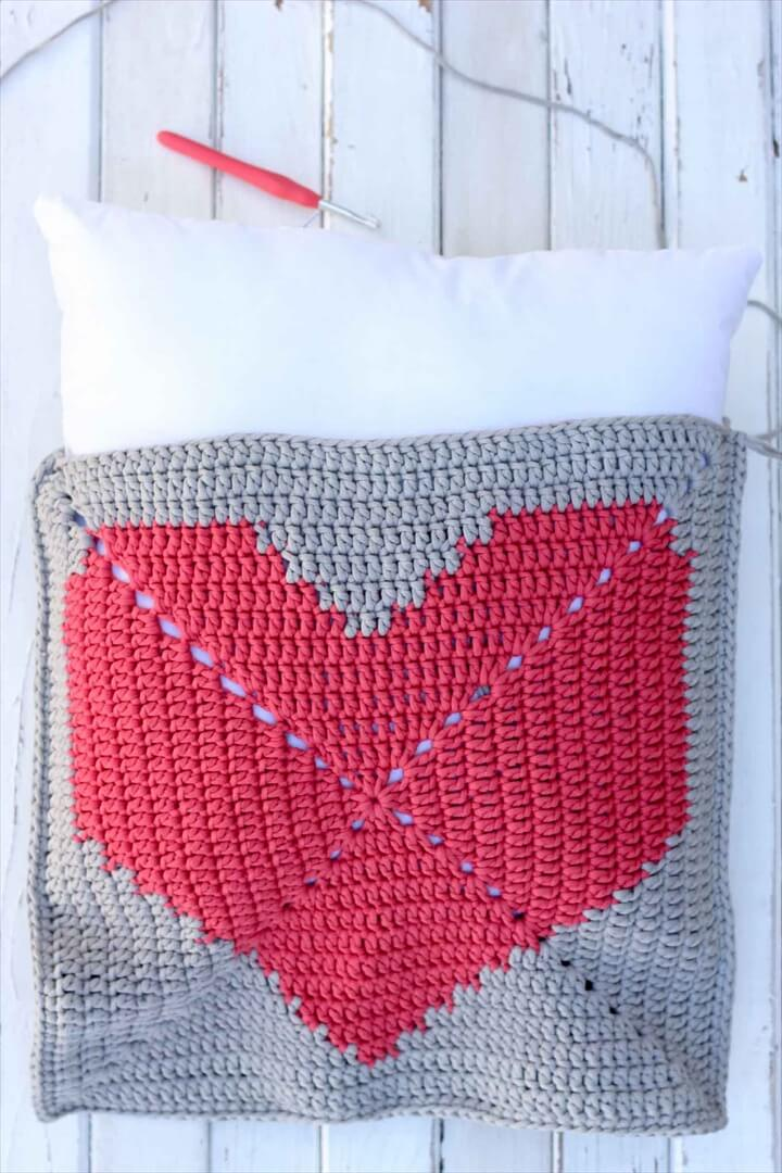This free crochet pillow pattern with a modern heart makes a perfect DIY gift or dorm