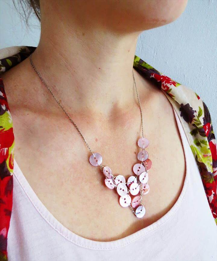 Little button bib necklace