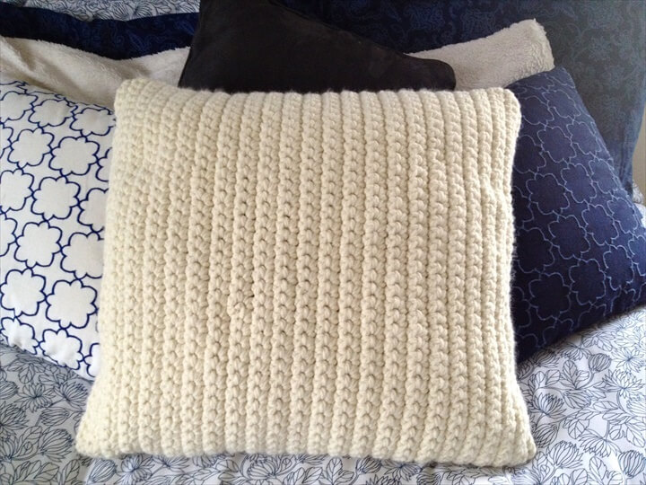 gorgious crochet pillow