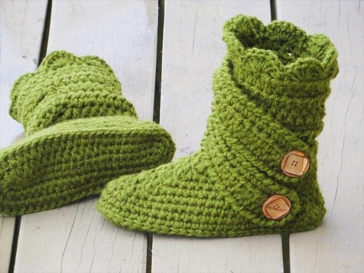 green crochet slipper and side button