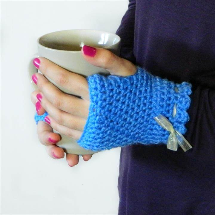crochet gloves with bow