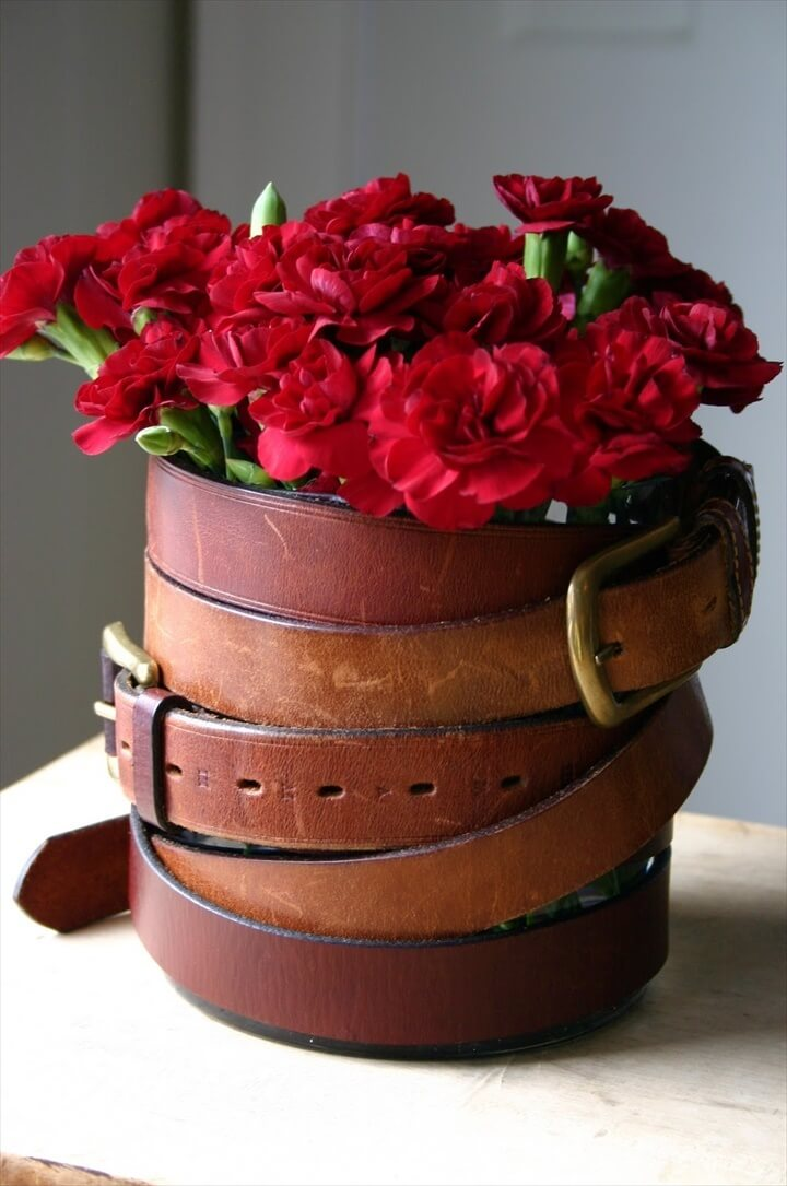 Decorate a simple vase with your old belts.