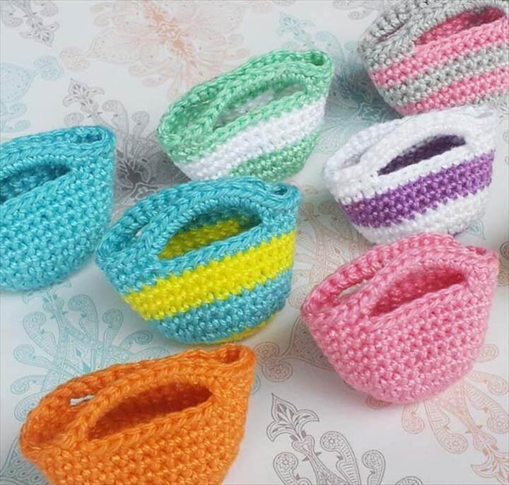 crochet a mini tote bag