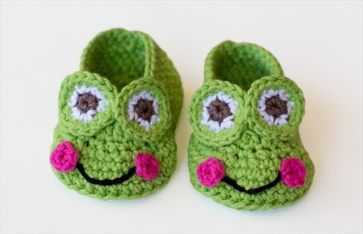 crochet frog slippers