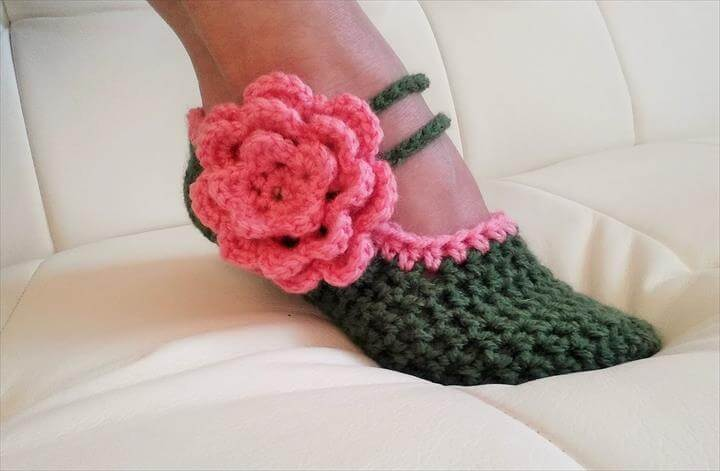 Crochet Glama's Fancy Mary Jane Slippers