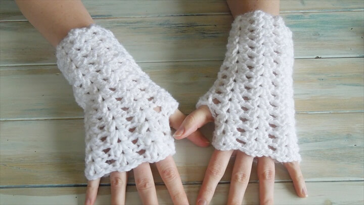 Crochet Iris Stitch Finger-less Mittens