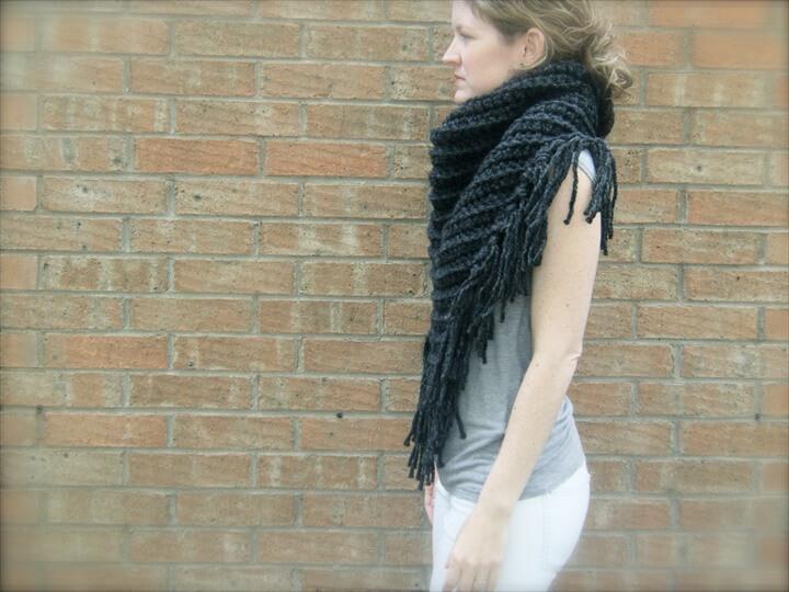 DIY Crochet Pattern: triangle scarf, chunky bulky yarn, bandana scarf, fringe shawl