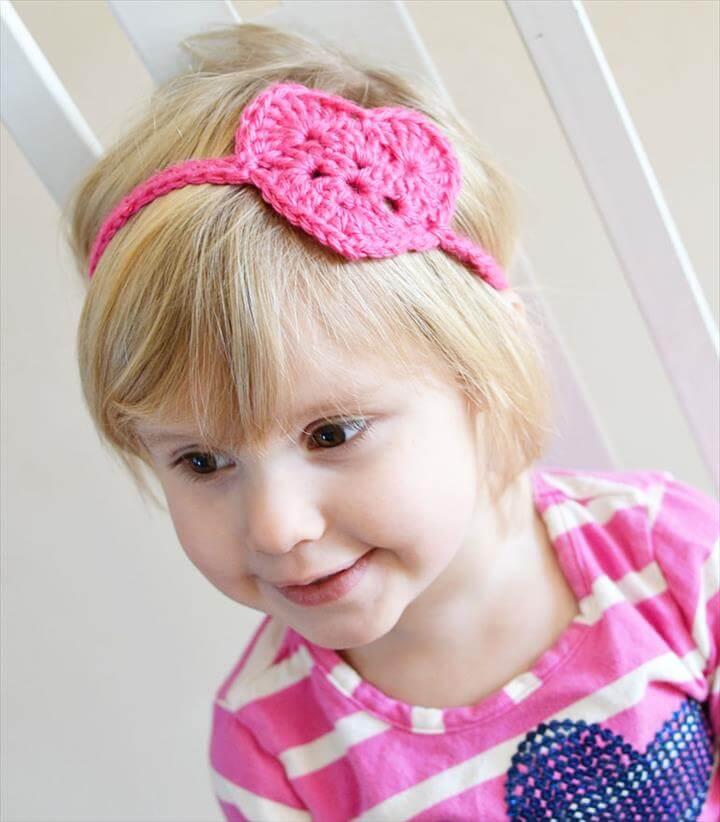 Free crochet pattern for this kids crochet heart headwrap/headband.