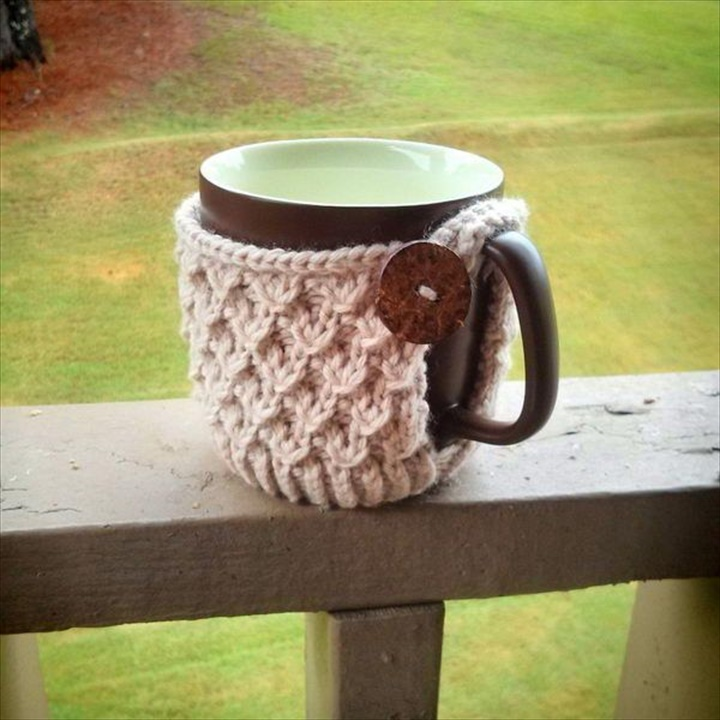 Charming Diagonal Knot Mug Cozy