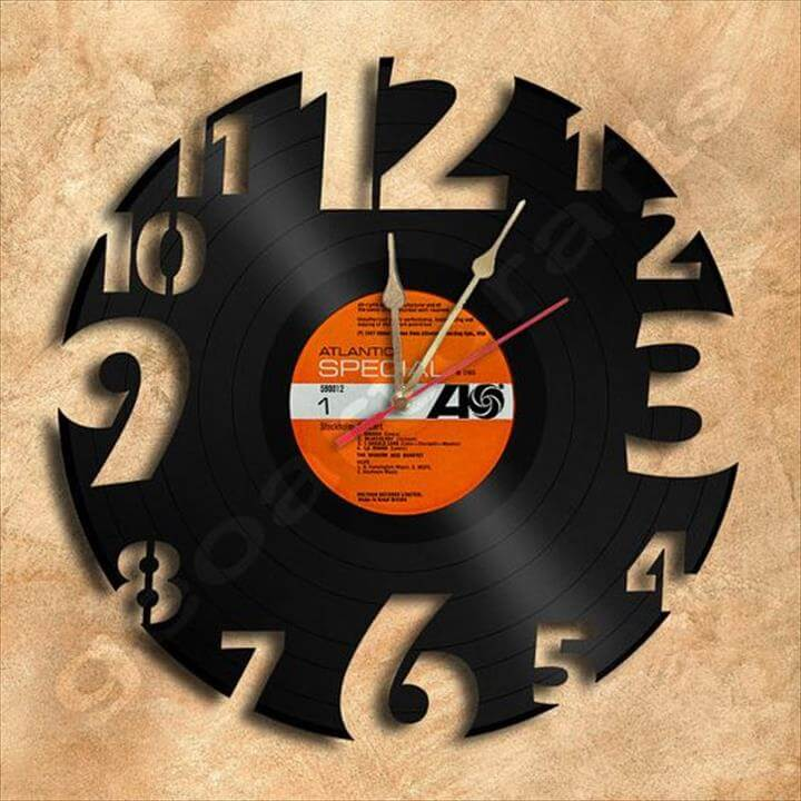 beautiful diy old record clock