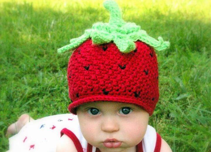 Crochet pattern strawberry beanie hat with peek-a-boo brim Crochet