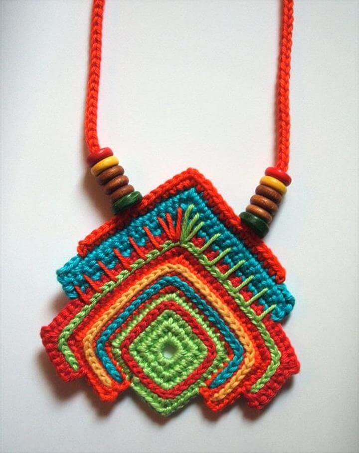 good looking crochet necklace