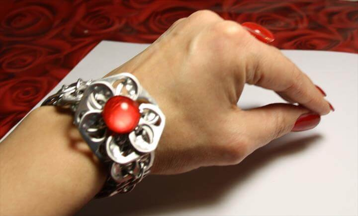 pop top flower bracelet