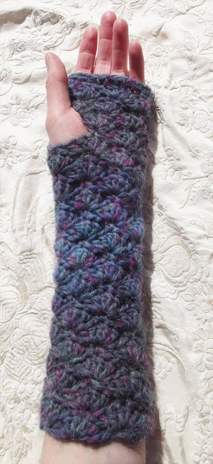 Cosy Shells Fingerless Gloves.
