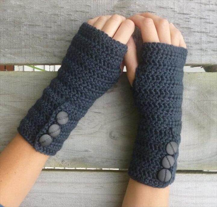 This listing is for a PDF pattern so you can make your own fancy arm warmers for yourself or friend