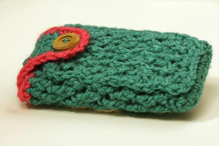 crochet phone cover with button