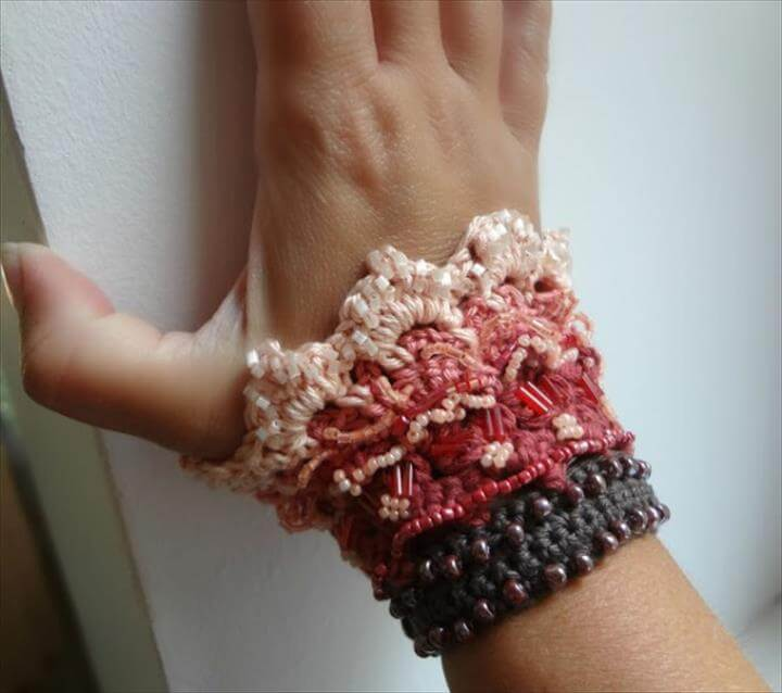 60 Eye Catching Crochet Bracelet Tutorials Diy To Make