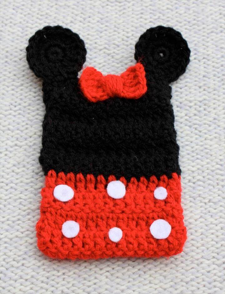 crochet phone cover with bow