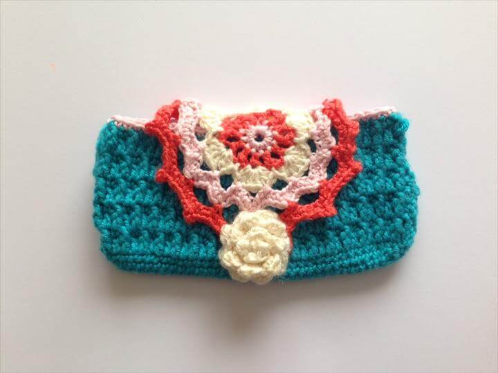 beautiful crochet phone cover