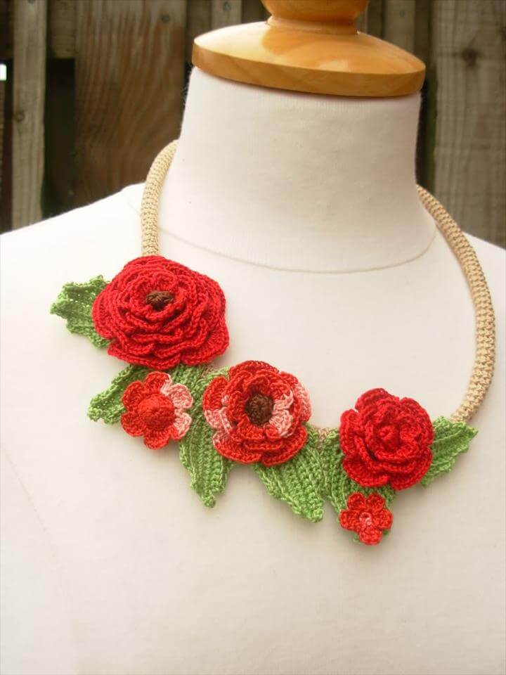 two colors crochet flower necklace