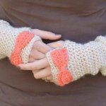 Free Crochet Pattern - Dainty Bow Crochet Arm Warmers | Make these pretty arm warmers and