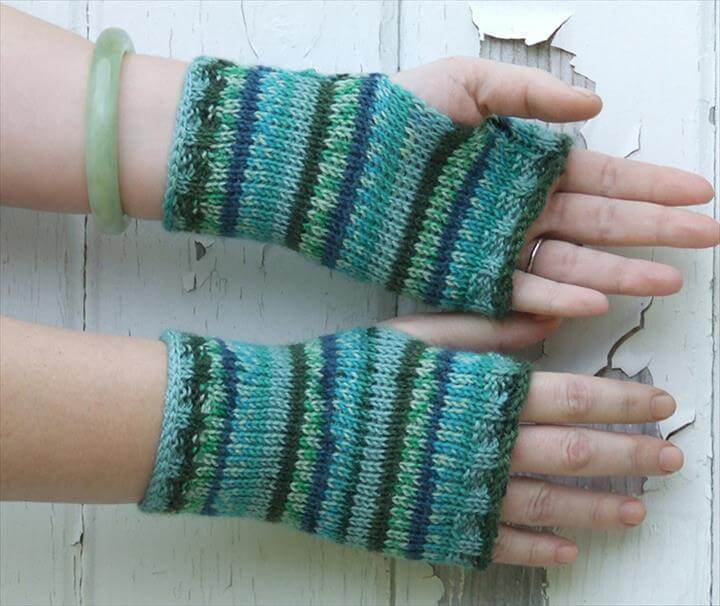Crochet Openwork Hand Warmer, Puff Stitch Fingerless Gloves, Victorian Shell Mitts for Ladies