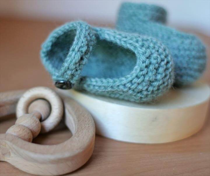 Knitted Baby Booties (Mary-Jane Booties)