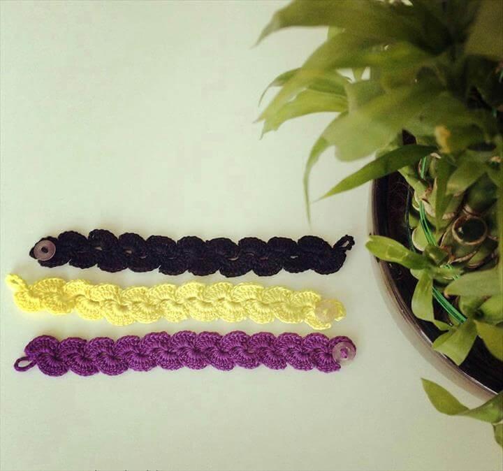 lace scallop crochet bracelet. Crochet bracelet. Crochet scallop.