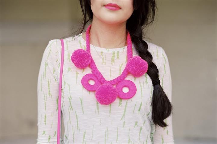 amazing diy pom pom necklace