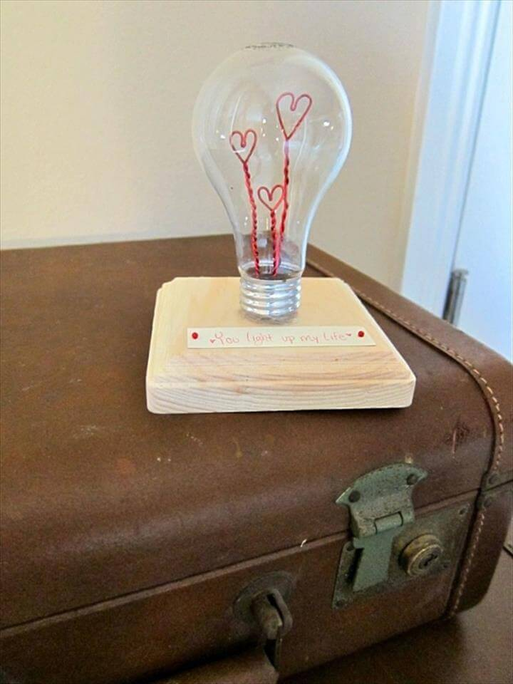 Romantic gift – generous surprise DIY decoration from bulbs