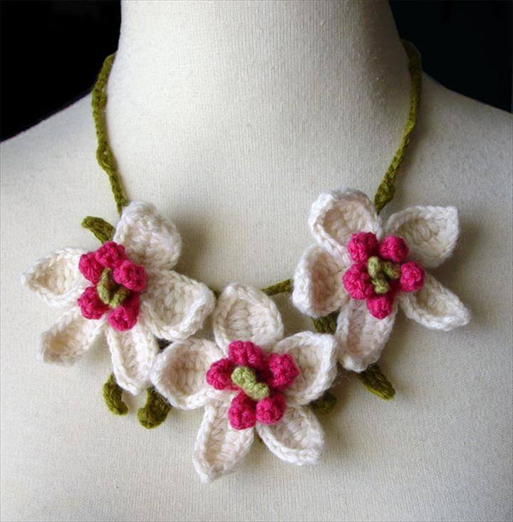 three flower crochet necklace