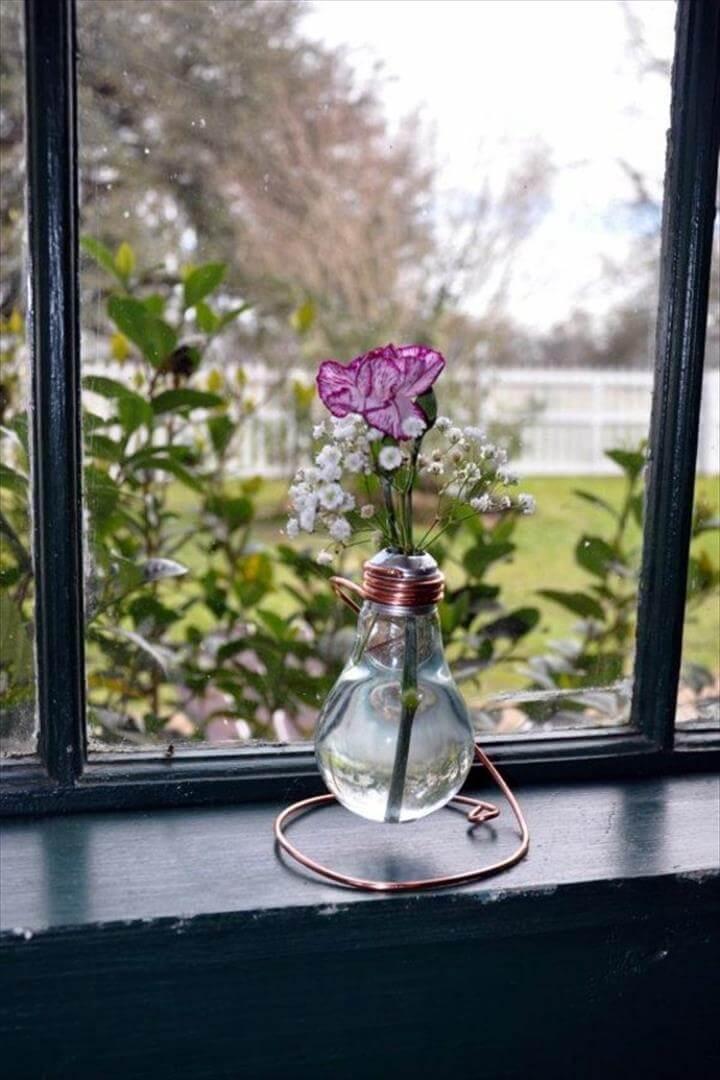Vintage Beauty DIY decoration from bulbs