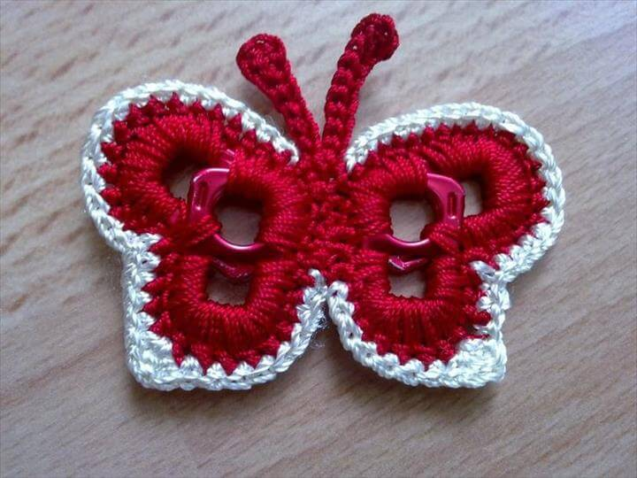 Crochet butterfly made around aluminum pull tabs off of soda pop cans! Croche bordeleta